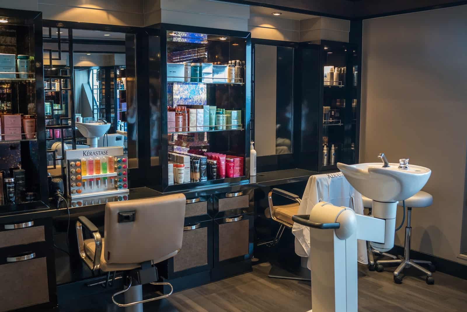 cosmetologist-rent-booth-vs-work-on-commission