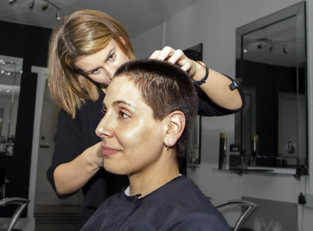 What's the difference between a cosmetologist and an ...