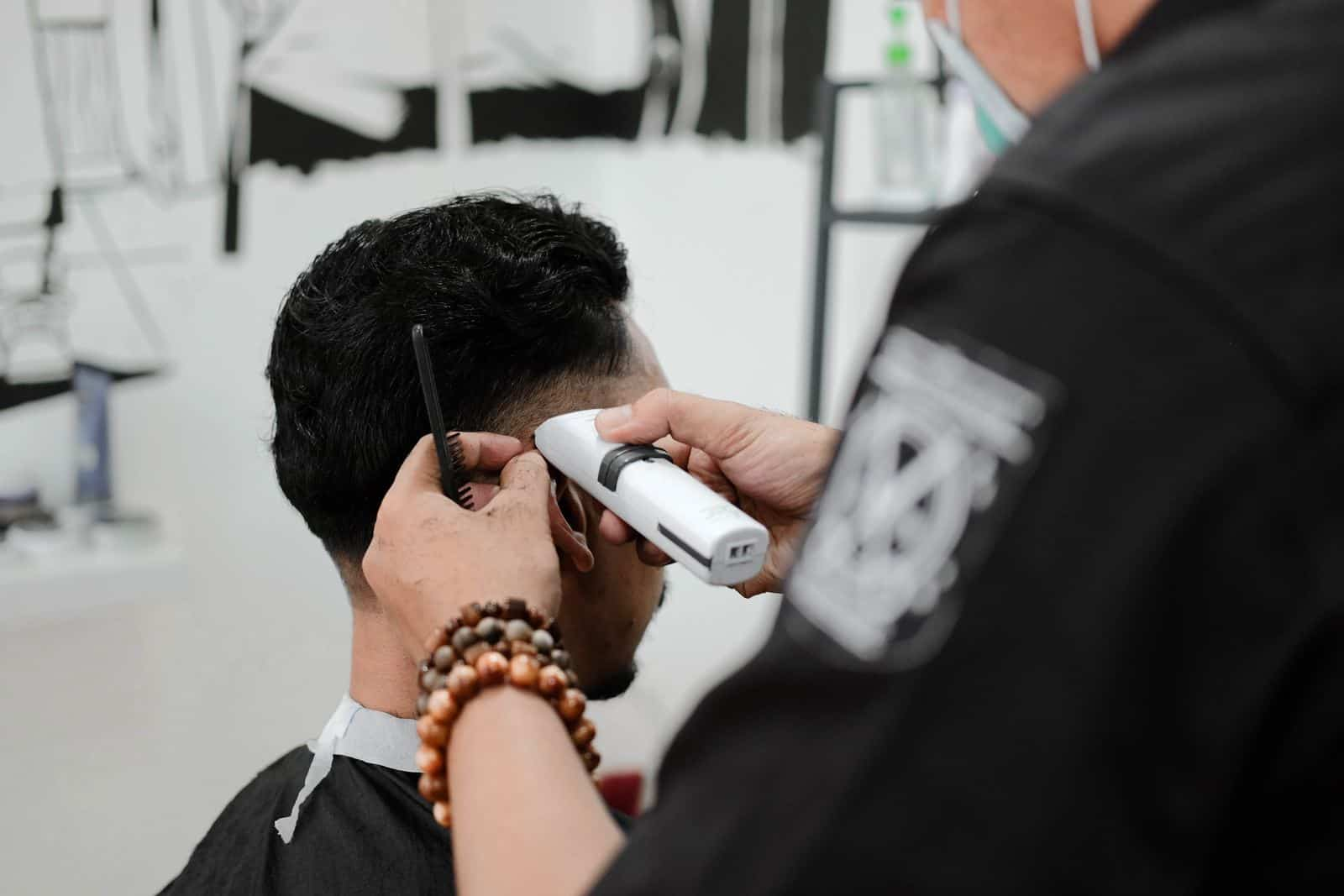 What Is a Cosmetologists Typical Work Schedule
