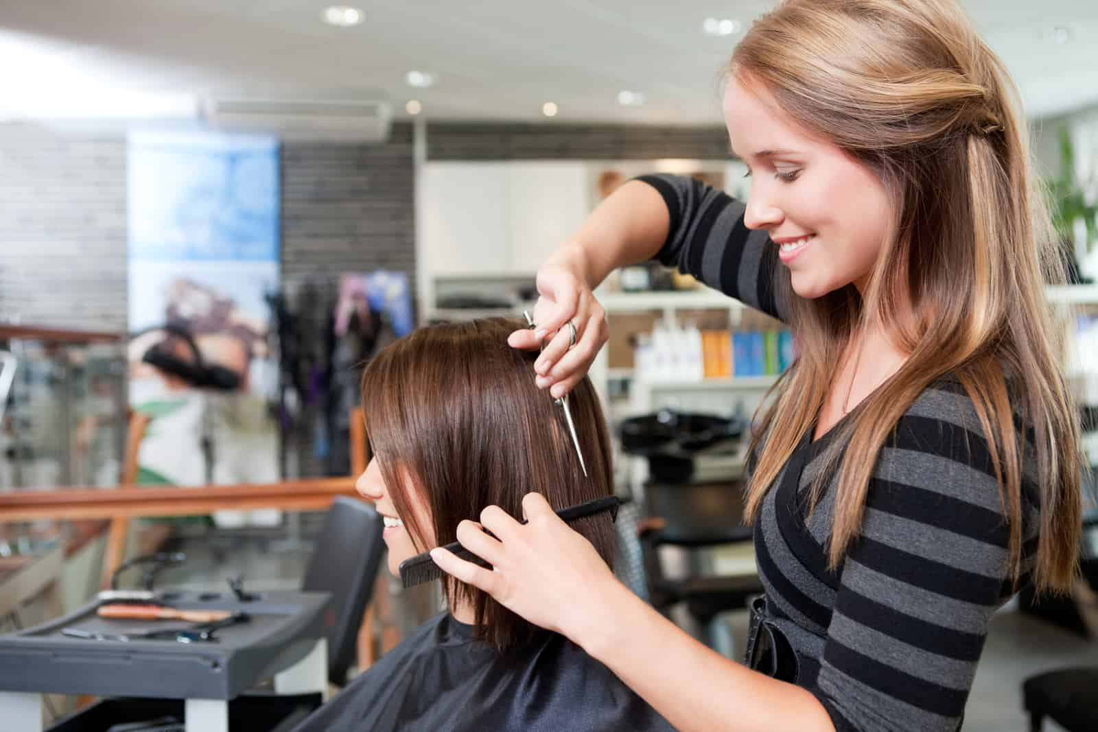 What's the difference between a cosmetologist and an esthetician?